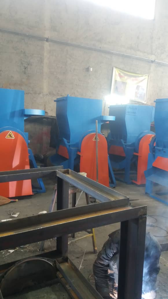 دستگاه آسیاب پلاستیک سبد میوه قلمبه پلیمر گونی بازیافت ضایعات خردکن و قلمبه کوب صنعتی