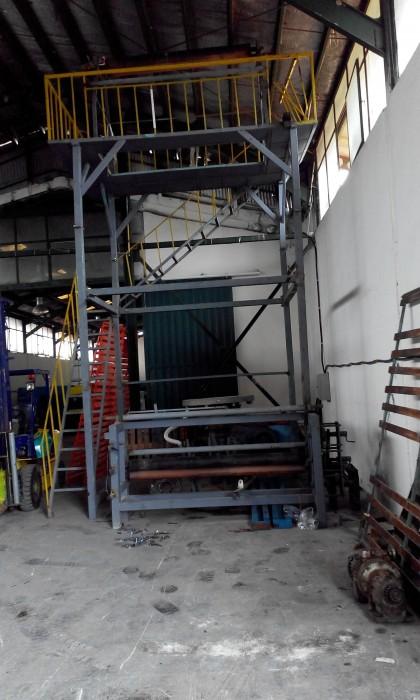 نصاب و راه انداز دستگاهای تولید نایلون و نایلکس