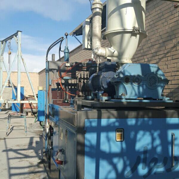یک دستگاه تزریق بادی پارس